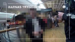 En pedofil ertappas i Norge, bilden censurerad. Ur dokumentären Innanför.