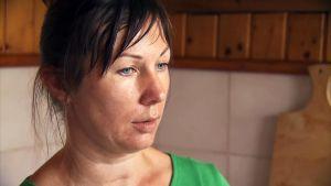 Stacey Dooleyn haastattelema perheväkivallan uhri Svetlana