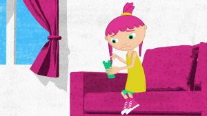 En ritad bild av en flicka som ringer med telefon och ser olycklig ut.