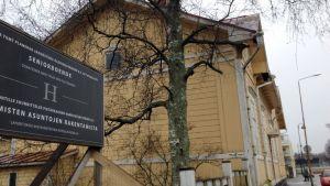 Jakobstads åldringsvänners äldreboende Hötorgscentret.