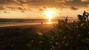 solnedgång på strand i Costa rica