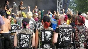 Punkare på Anti-Nowhere Leagues konsert