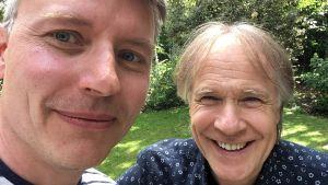 Redaktören Petter Lindberg tar en selfie med pianisten Richard Clayderman.