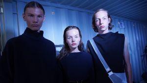 Selma af Schultén tillsammans med sina fotomodellkolleger vid Helsinki Fashion Week 2018 i Helsingfors.
