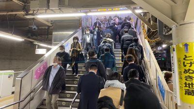 Inte den vanliga trängseln i Tokyos tunnelbana dessa dagar.