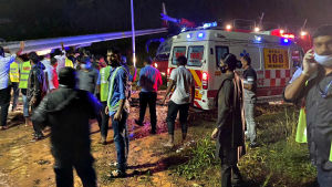 Air India Express -lentokone katkesi kahtia laskeutuessaan Intian Kozhikodessa 7. elokuuta 2020.