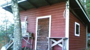 I den här lilla byggnaden hade handelsman Otto Karlsson sin lanthandel på Kitö i Sibbo skärgård