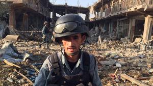 Inspektion av platsen där en explosion inträffade i Kabul, Afghanistan.