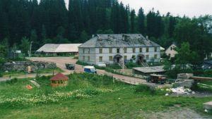 En karlelsk by i närheten av Paavo Jerkkus hemby Mikli.