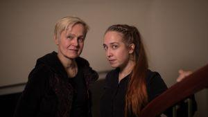 Dokumentin päähenkilö Helena Sinervo ja tekijä Suvi Sinervo