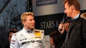 Mika Häkkistä haastatellaan Stars and Cars -tilaisuudessa 3.11.2007