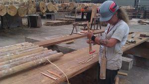 Heidi Niskanen rakentaa bambukansia
