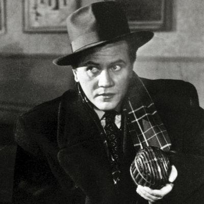 Hannes Häyrinen Matti Kassilan elokuvassa Radio tekee murron (1951)
