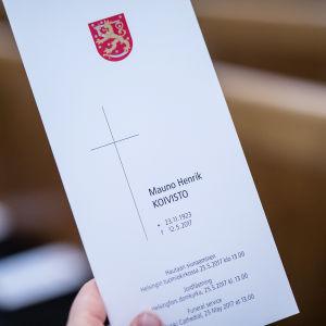 Ett fel hade slunkit in i programmet för jordfästningen - Koivisto är inte född den 23 november 1923, utan den 25 november.