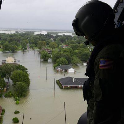 Yhdysvaltain rannikkovartioston kuva myrskyalueelta.