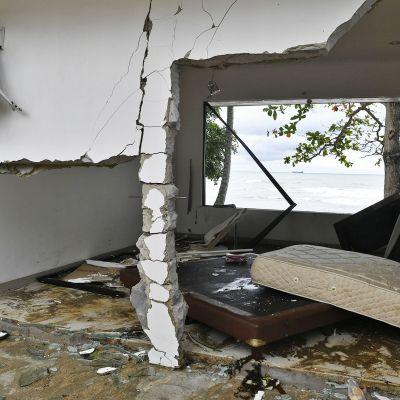 Tsunamissa tuhoutunut hotellihuone.