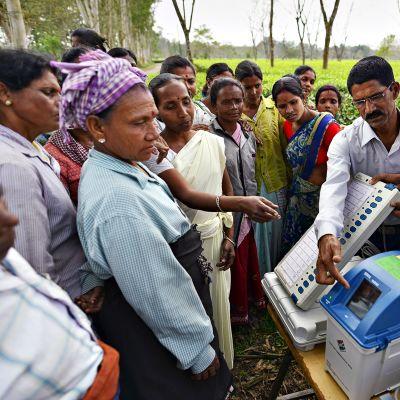 Vaaliviranomaiset neuvovat kansalaisiaan äänestyskoneiden käytössä 1. huhtikuuta.