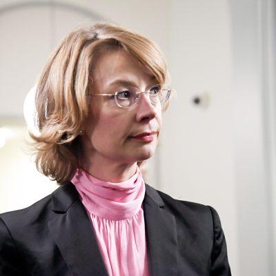 Kansanedustaja Tytti Tuppurainen SDP:n eduskuntaryhmän kokouksessa Helsingissä 2. toukokuuta.