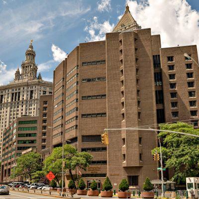 Jeffrey Epstein löydettiin lauantaina elottomana sellistään liittovaltion vankilassa New Yorkissa.
