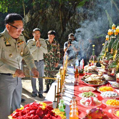 Tham Luangin luolan alue avattiin uudelleen vierailijoille juhlallisin menoin perjantaina 1. marraskuuta 2019.