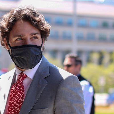 Justin Trudeau kasvomaskissaan
