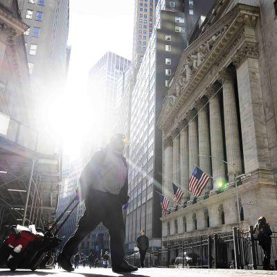 New Yorkin pörssi kuvattiin aurinkoisena tiistaina.