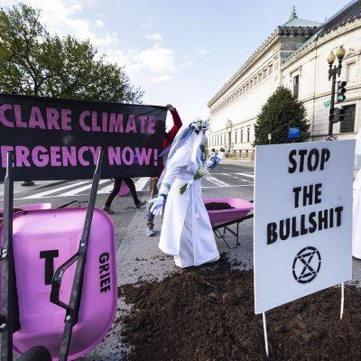 Ilmastoaktivistien mielenosoitus Washingtonissa 22. huhtikuuta.