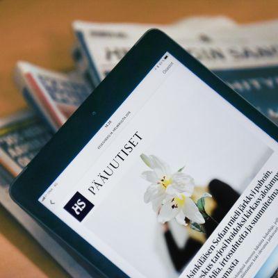 Ipad ja sanomalehtiä