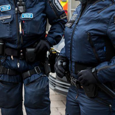 Partioivia poliiseja.
