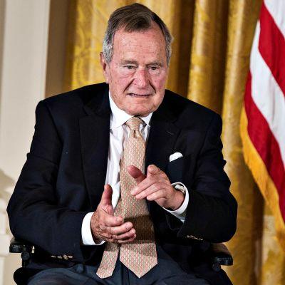 George H. W. Bush kuvattuna vuonna 2013.
