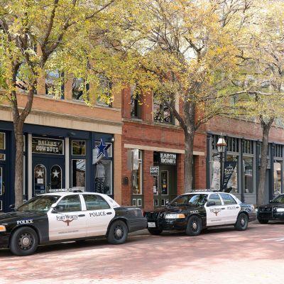 Poliisiautoja Forth Worthin kaupungissa Texasissa.