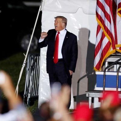 Donald Trump kampanjatilaisuudessa Wellingtonissa, Ohiossa.