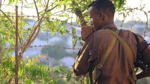 Vakt på compounden i Mogadishu.
