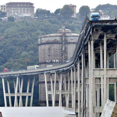 Mottoritien silta on romahtanut.