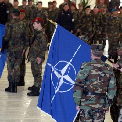 Suurin osa EU:n jäsenmaista kuuluu sotilasliitto Natoon.
