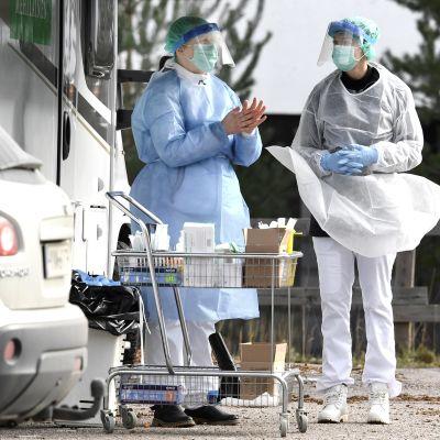 Terveyspalveluyritys Mehiläisen koronaviruksen drive-in-testausasema Espoossa.