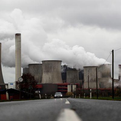 Niederaussemin hiilivoimala Kölnin lähellä Saksassa.
