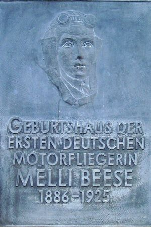 "Commemorative plaque at the birthplace of Melli Beese in Dresden-Laubegast. The inscription reads ""Birthplace of the first German female airplane pilot."""