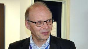 Erkka Vuorinen valvoo suomen kielen laatua EU-komission käännösosastolla