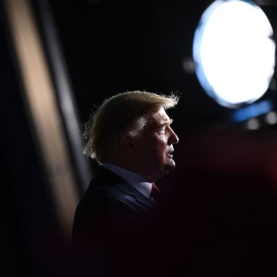Donald trumpin siluetti