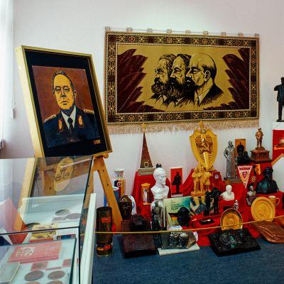 Esineitä Stasi-museossa.