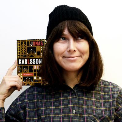 Bild av Ann-Catrin Granroth med boken God Jul.