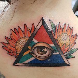 Tatuering av ett öga i en triangel