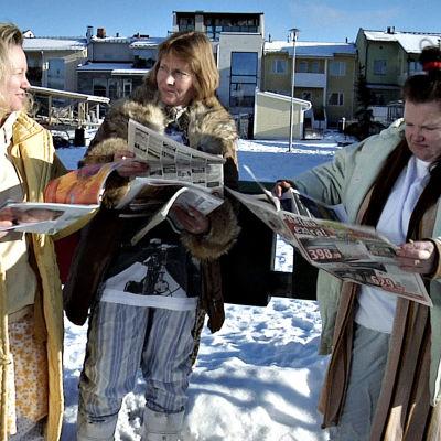 Maria Sid, Annu Valonen ja Minna Kivelä Kätevän emännän postilaatikkoäidit-sketsissä