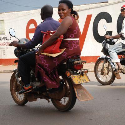 Mopiolijoita ugandalaisella kadulla.