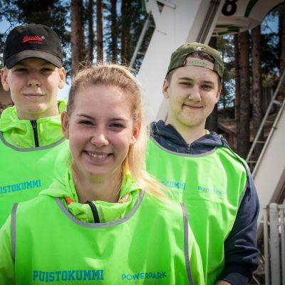 Powerparkin laitekummit Viivi Hirvelä, Julius Klemola (vas.) ja Eero Hanhimäki (oik.).
