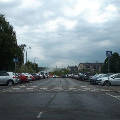 Sillalta nousee hiontapölyä. Kuva otettu Jorma Eton tieltä päin.