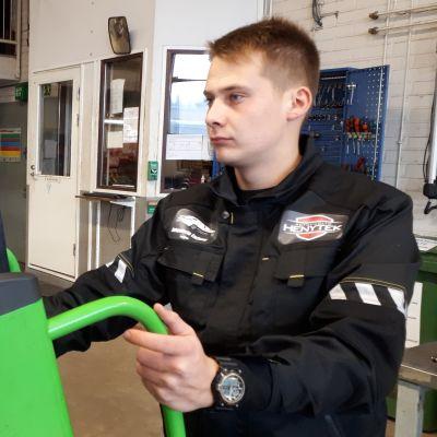 Autonasentaja Arttu Kivenmäki edustaa Suomea Euroskillseissä