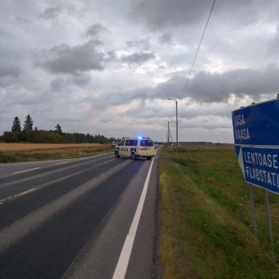 Poliisi sulkenut tien Vaasan lentoasemalle 25. elokuuta.