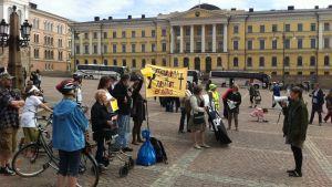 Demonstration på Senatstorget i Helsingfors